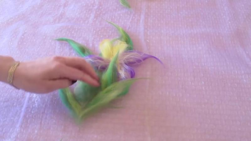 Валяние палантина с ирисами. Цветы из шерсти на шелке. Making wool flowers - tip