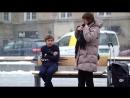В Норвегии зимой на остановке оставили мальчика без куртки и засняли реакцию