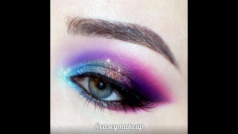 Ксения Саватеева. Видео-урок цветных фиолетово-голубых смоки айз. Color makeup tutorial (purple)
