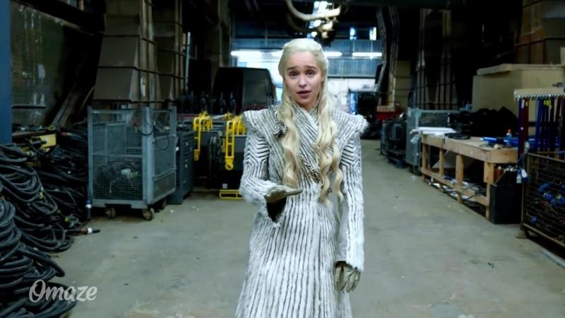 Эмилия Кларк показала фанатам закулисье «Игры престолов»