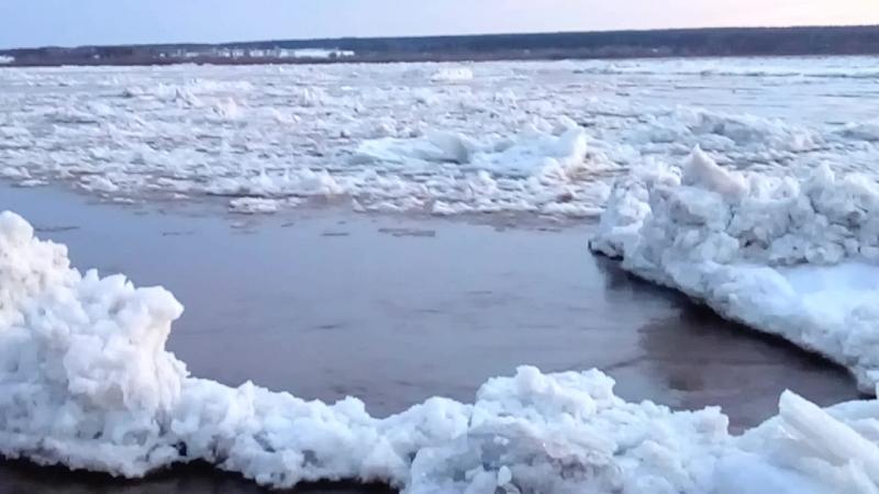 г.Великий Устюг река Сухона 22 апреля 2018 г - ледоход