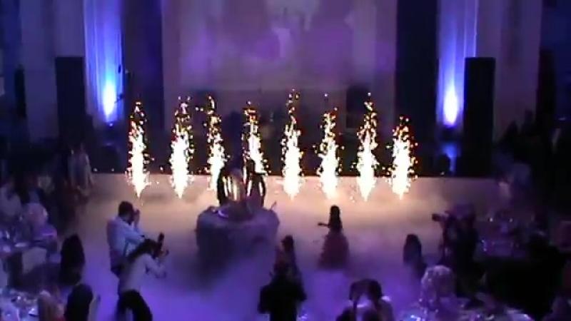 Свадьба холодные фонтаны тяжелый дым пневмо выстрелы