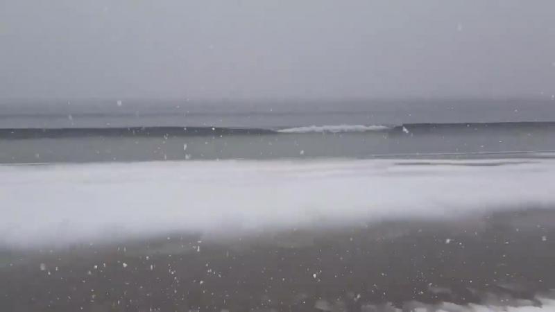 La neige a recouvert le sable sur la plage de La-Grande-Motte dans lHérault....