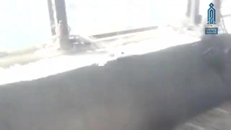 Кадры отражения атак сирийской армии силами «Тахрир аш-Шам» (запрещено в России) на юге Дамаска. На видео можно заметить, что бо