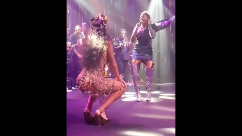 Жулиана Паес и жаркие танцы. 🔥🔥🔥