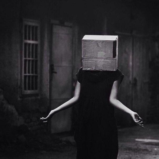 Лучше жить с разбитым сердцем, чем с закрытыми глазами.