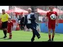 Путин играет в футбол на Красной площади