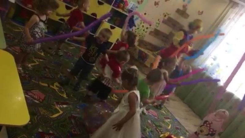 Воздушные шарики на выпускном