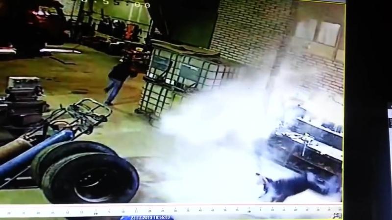 Взрыв колеса в шиномонтаже