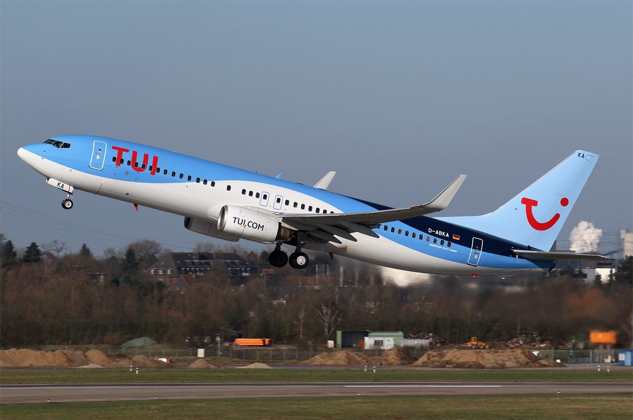Взлет лайнера компани TUIfly