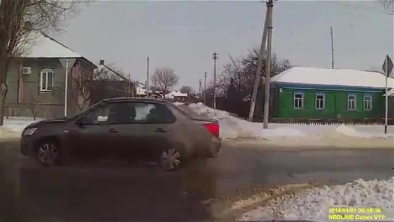 Воронежский автомобилист едва не сбил девочку и обрызгал её грязью