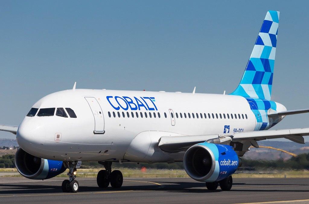 Самолет компании Cobalt Air готовится к взлету