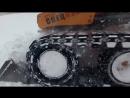 Уборка снега мини погрузчиком Mustang на накидных гусеницах McLaren.