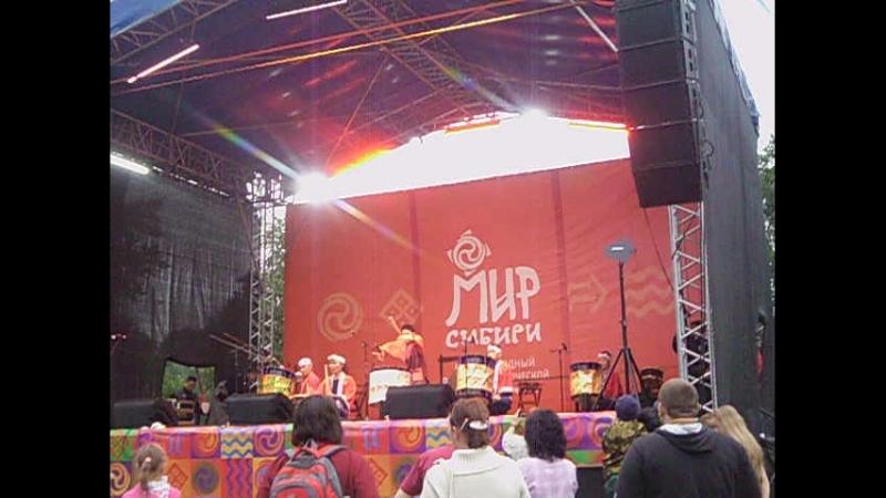 Выступление группы барабанщиков Сансю Асуке Дайко, Япония