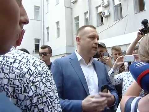 «Мусорная люстрация» по-харьковски: возле горсовета заммэра Андрея Руденко бросили в мусорный бак