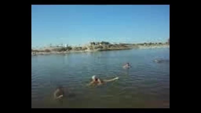 С друзьями плаваем в море Геленджика.2017 год