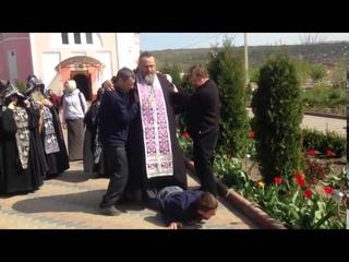 Отец Валерий изгоняет Дьявола в 2к15