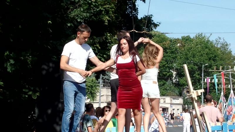 танцы на дне города.