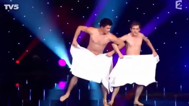 Танцы нагишом видео похоже
