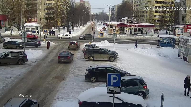 В Рыбинске машины вылетели на тротуар