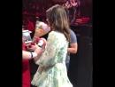 Лана Дель Рей дарит подарочки фанатам (Live @ «Valley View Casino Center» / «LA To The Moon Tour»)