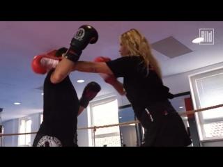 Ex-Playmate Elke Jeinsen boxing