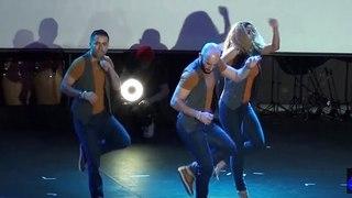 Удивительная красивая песня и танец!