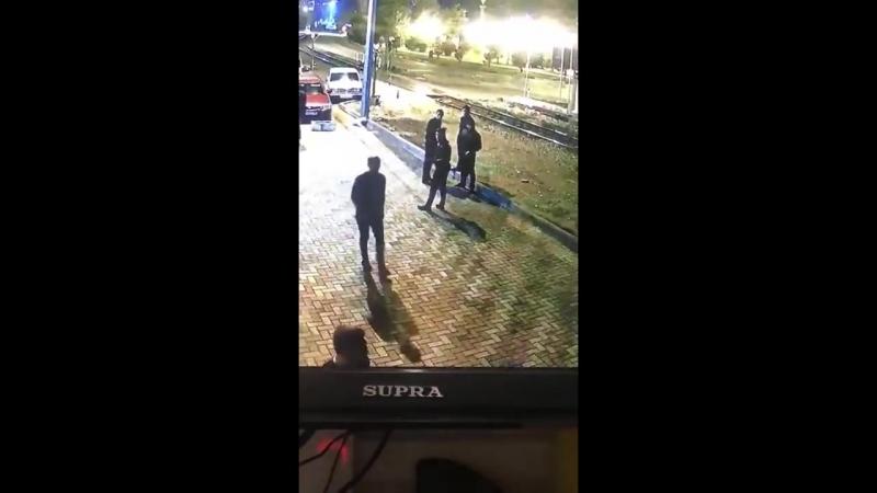 В Туапсе ночью зарезали посетителя кафе смотреть онлайн без регистрации