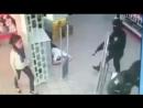 Среди белого дня трое с автоматами грабят ювелирку и свободно уезжают. Никополь Украина