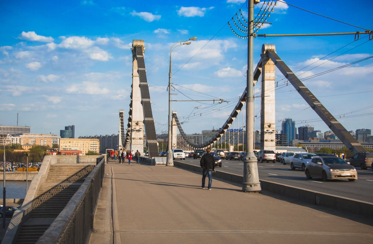 Крымский мост: открыто рабочее движение транспорта