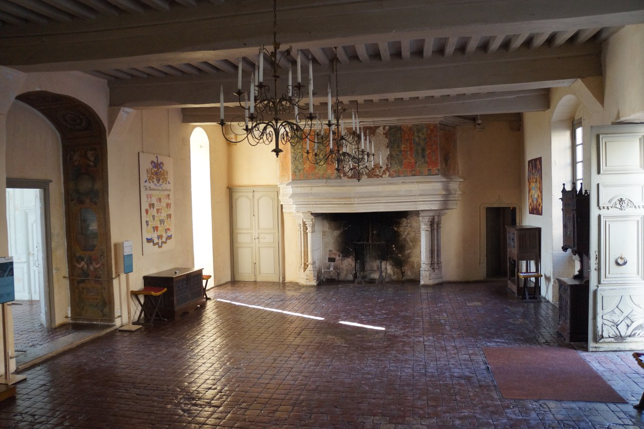 Shatonof - the pearl of the Burgundian crown castle, castle, Burgundy, Shatonof, buried, around, tower, village, stands, interiors, time, owners, Castle, winter, October, Total, then, cash, closes, respectively
