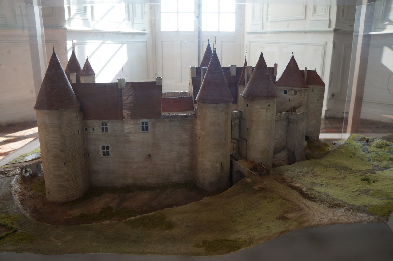 Chateau-neuf - the pearl of the Burgundian crown castle, castle,Burgundy, Chateau-neuf, buried, around, tower, village, stands, interiors, time, owners, Castle, winter, October, Total, then, ticket office, closes, respectively