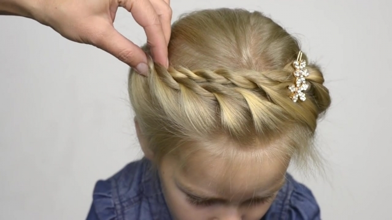 Twist braid crown for little girl. Quick and easy hairstyle 20