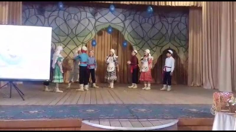 Выступление фольклорного ансамбля ҖӘҮХӘР на фестивале