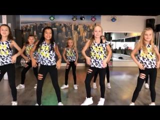 Saskia's Dansschool. Cover by Road Trip TV. Easy Kids Dance Choreography - Ka. Calvin Harris - Feels.