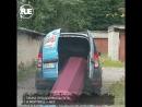 В Питере гроб вывалился из машины из-за невнимательности водителя