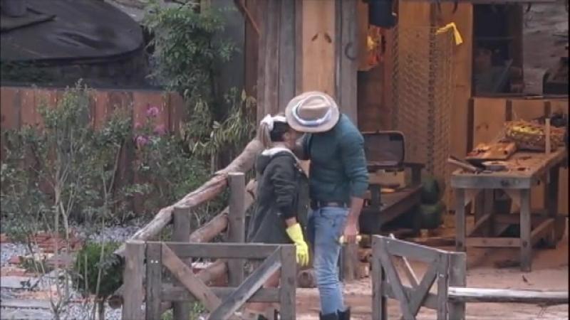 Marcelo pede desculpa para Flávia após brincadeira