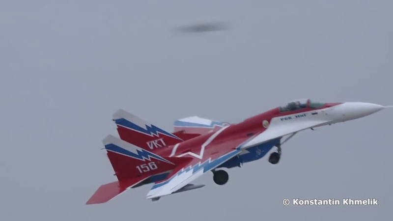 MiG-29 OVT Fighter Jets MAKS Air Show Performance