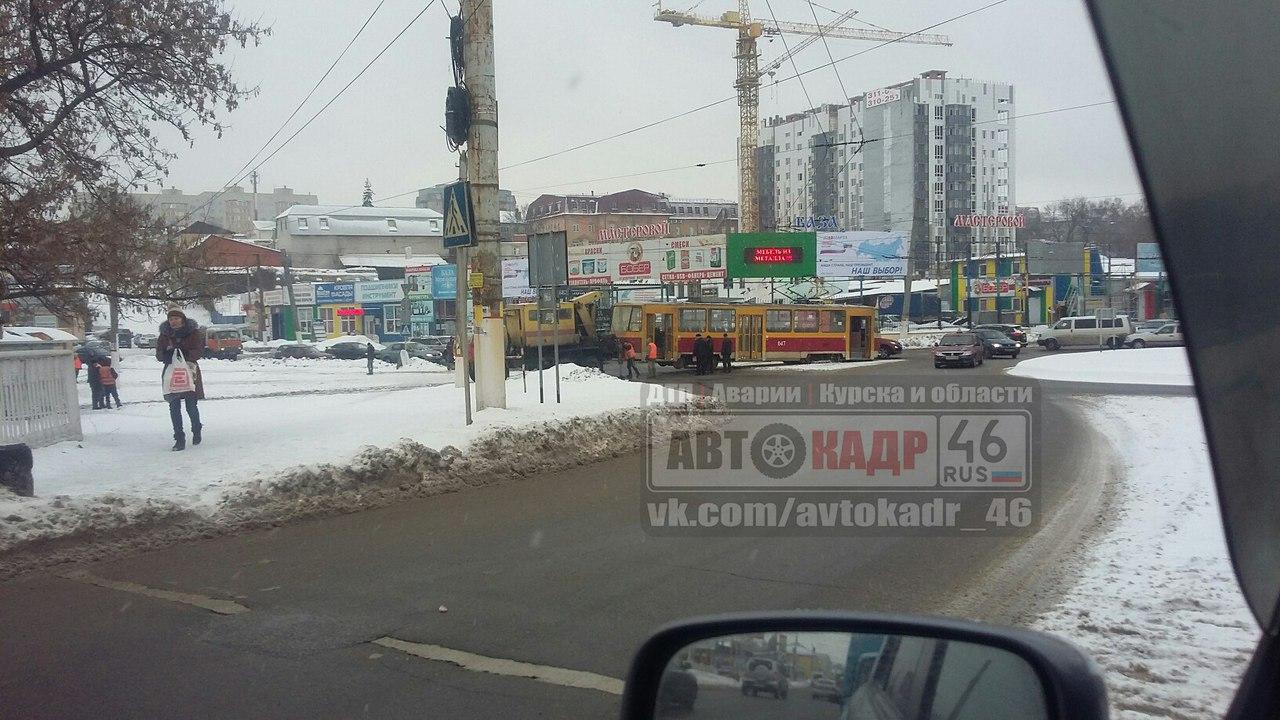 В Курске с рельсов сошел трамвай