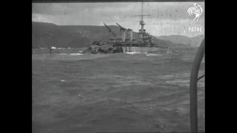 Броненосный крейсер Эдгар Кинэ на камнях у Кап Бланш (к западу от Орана),январь 1930г.