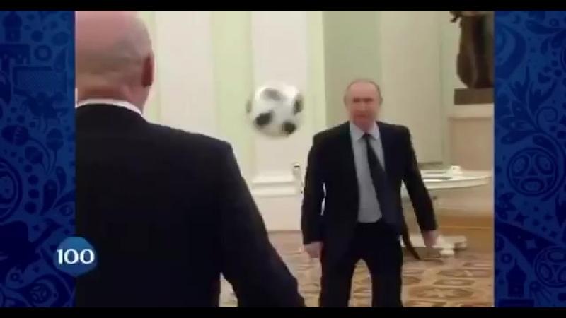 Coupe du Monde de Football en Russie Poutine mouille le maillot