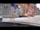 Голый Долбач гуляет на улице