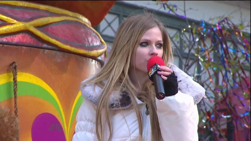 Avril Lavigne Wish You Were Here Partial @ Macys Thanksgiving Day 24 11 2011