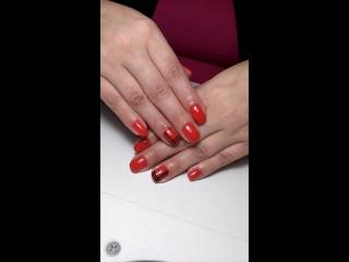 Красный дизайн ногтей с черными полосками💅💅💅