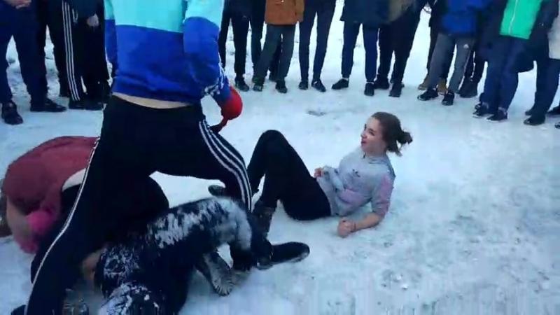 Драка школьниц из Златоуста (Челябинская область