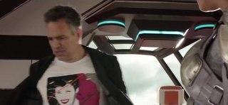 Thor Ragnarok: Bruce Banner/Hulk Jumps Out of a Plane