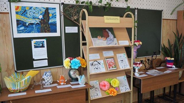 Выставка творчества студентов