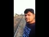 Индус снял на видео, как его сбивает поезд