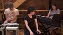 Ребекка Шугар исполняет песню Love like you