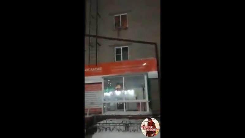 Женщина выбросила дочь из окна в Рубцовске